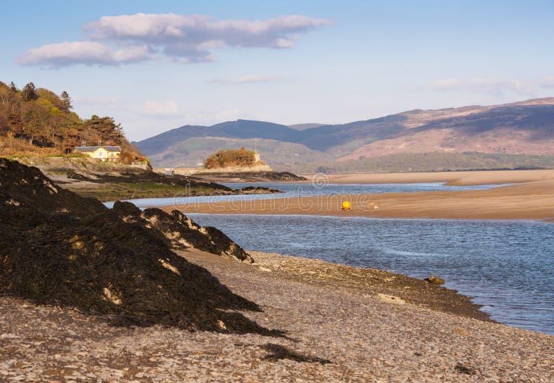 Estuario di Dyfi dall'isola di picnic immagini stock libere da diritti
