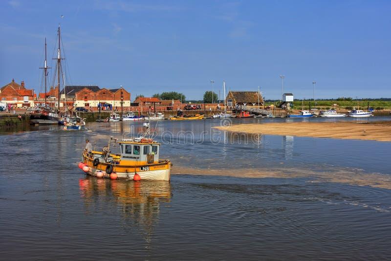 Estuario y Quay del este, mar Wells-siguiente-, Norfolk, Inglaterra de la flota fotos de archivo