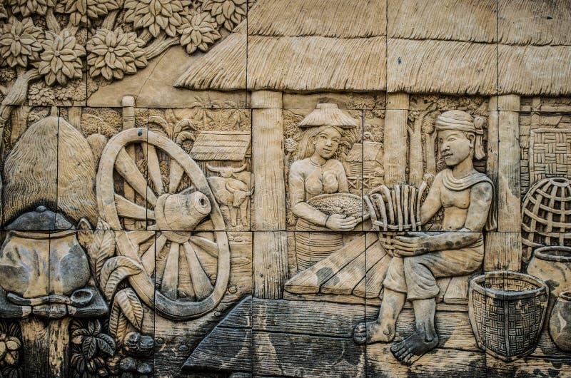 Estuco tailandés de la cultura nativa en la pared del templo imagen de archivo libre de regalías