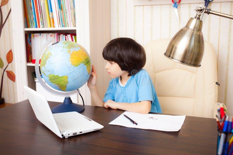 Estudando a geografia foto de stock