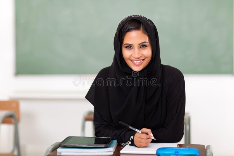 Download Estudante árabe da escola foto de stock. Imagem de scarf - 29837672