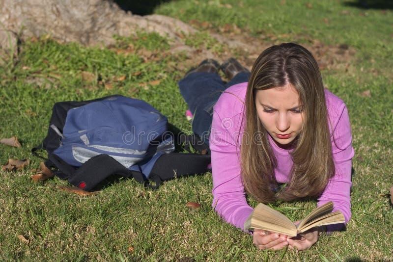 Download Estudante foto de stock. Imagem de lido, livro, relaxe, escola - 64050