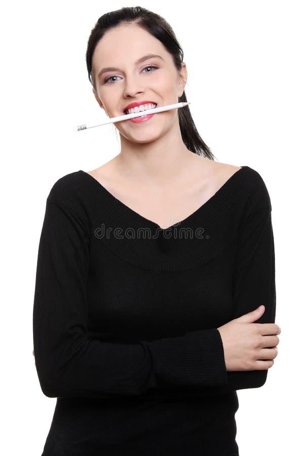 Estudante adolescente com o lápis em sua boca. imagens de stock royalty free