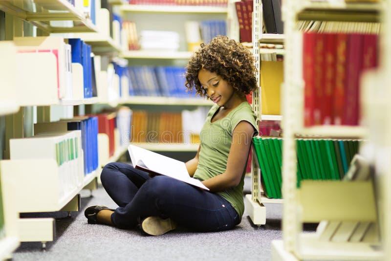 Estudante africano fêmea imagem de stock