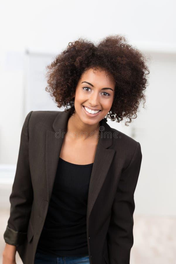 Estudante afro-americano novo atrativo imagem de stock