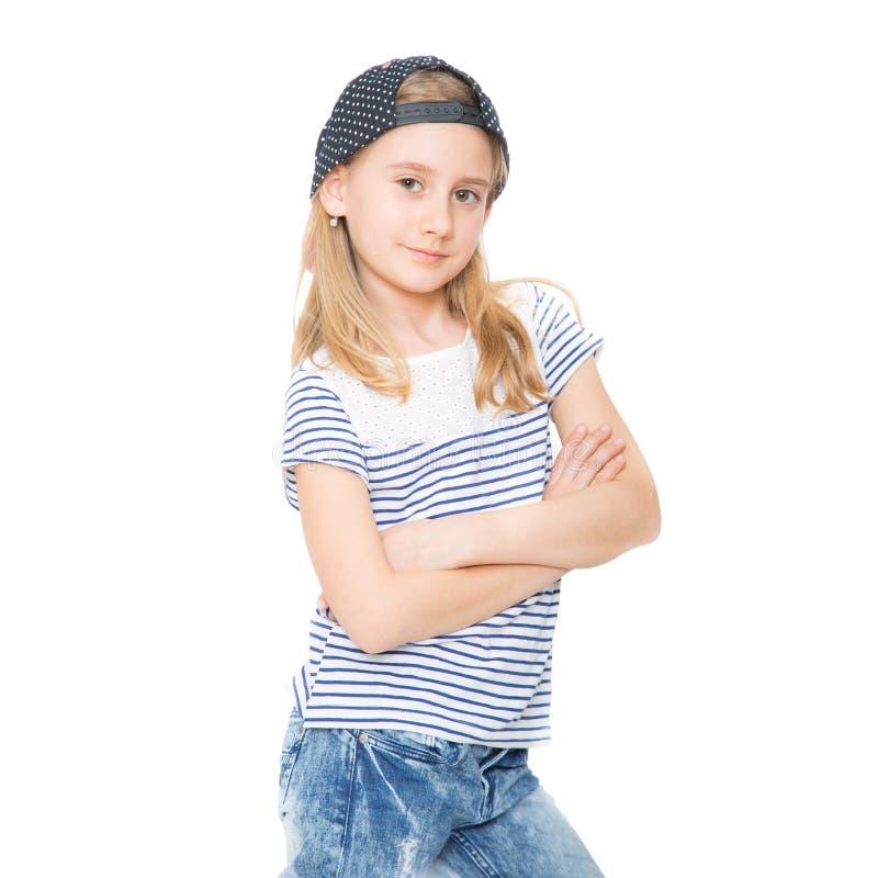 Estudante alegre pequena da menina com o chapéu do cabelo louro e do tampão imagem de stock royalty free