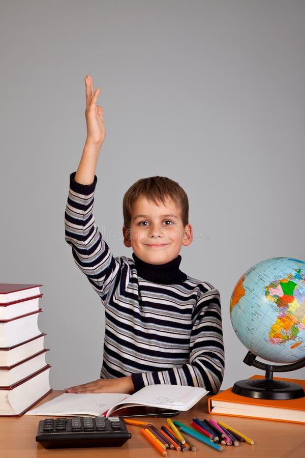 Estudante alegre pronta para responder à pergunta fotografia de stock