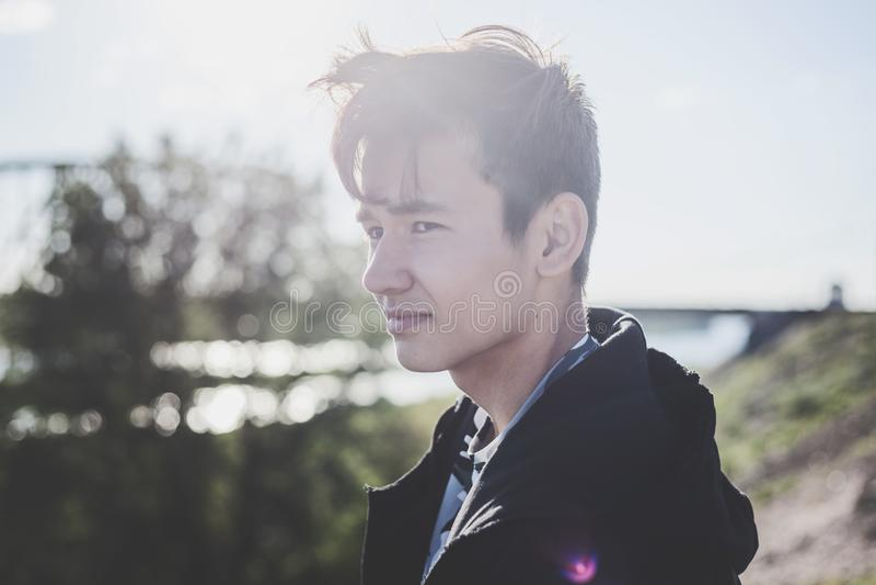 Estudante asiático bonito da estudante do menino 15-16 anos velho, retrato imagem de stock