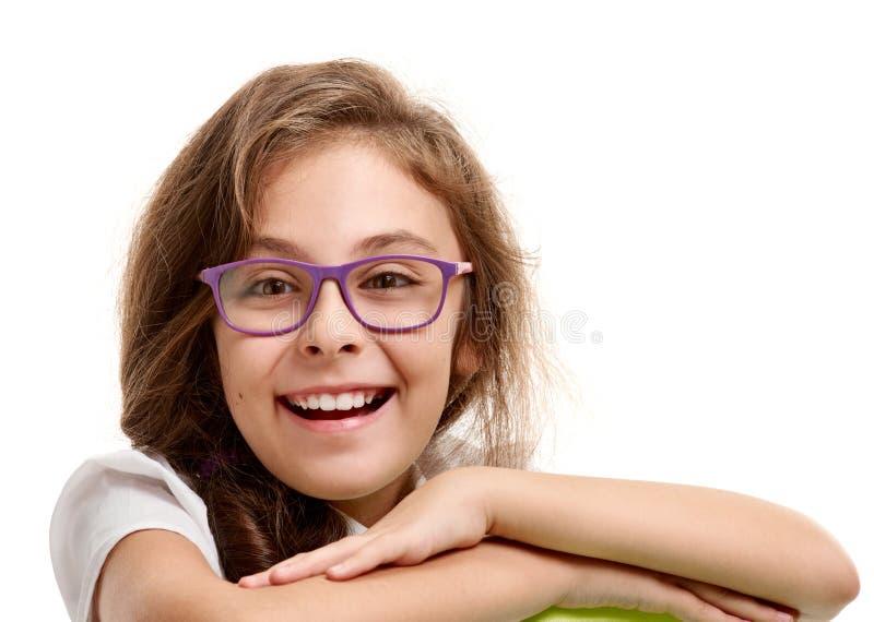 Estudante bonito de sorriso nos vidros imagem de stock