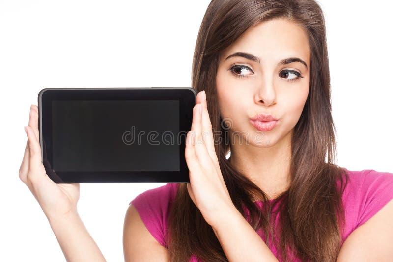 Estudante bonito que guarda o tablet pc. fotos de stock