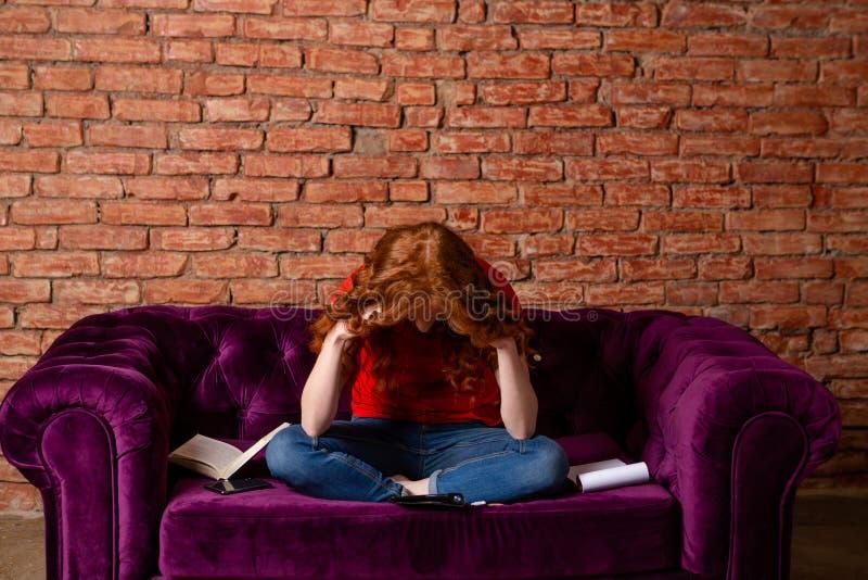 Estudante cansado do estudo fotografia de stock