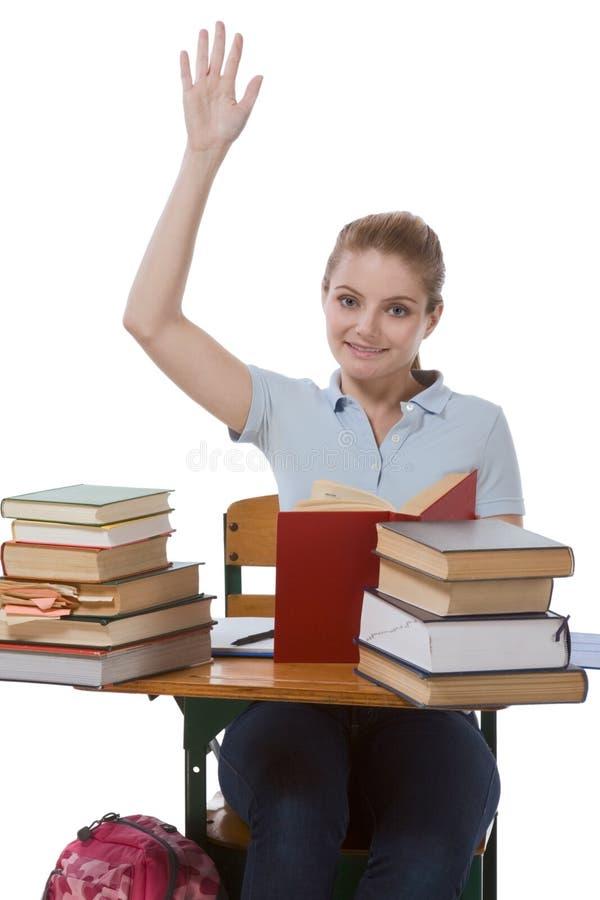 Estudante caucasiano com mão levantada na classe imagens de stock