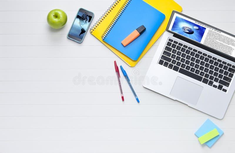 Estudante Computer Desk Background imagem de stock royalty free