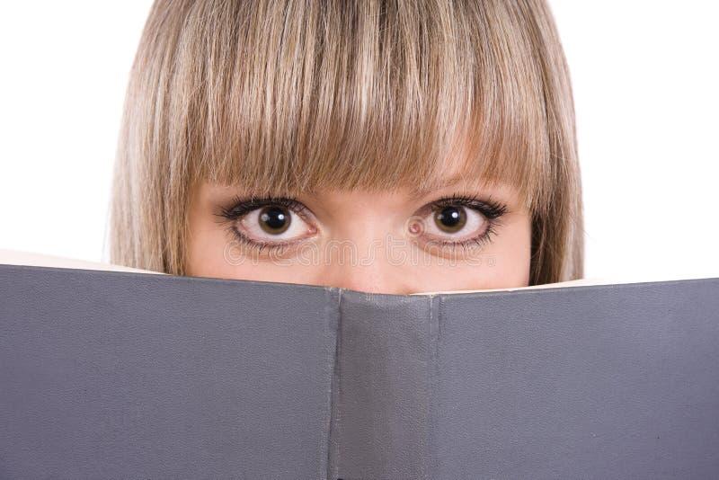 Estudante da elevação sênior com livro imagem de stock royalty free