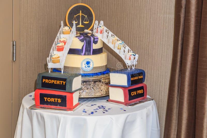 Estudante de Direito decorativa Graduation Cake fotografia de stock royalty free