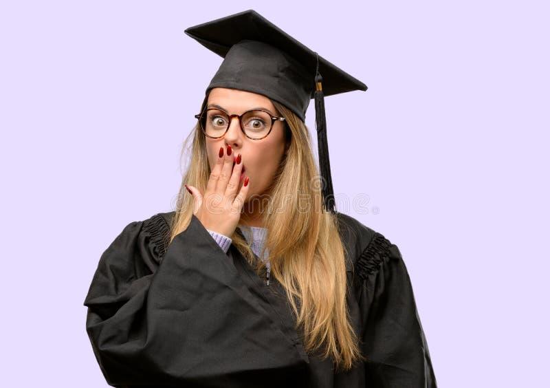 Estudante de mulher graduado bonito novo imagens de stock