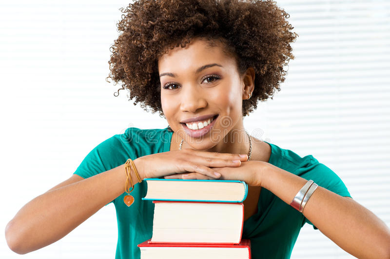 Estudante de sorriso feliz imagem de stock