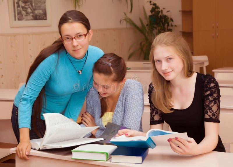 Estudante de três meninas fotografia de stock royalty free