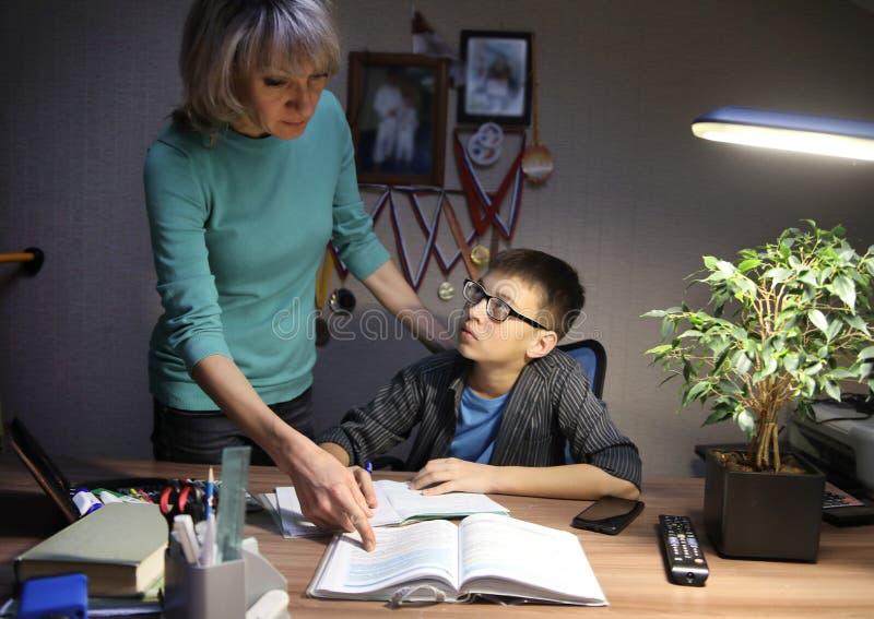 Estudante do adolescente em casa foto de stock royalty free