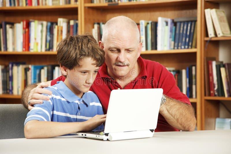 Estudante e professor no computador imagens de stock