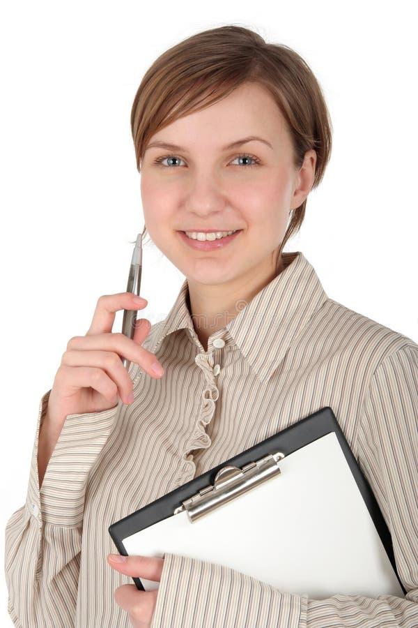 Estudante fêmea com prancheta e pena fotografia de stock royalty free