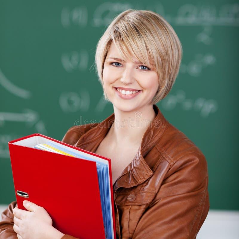Estudante fêmea vivo com notas da classe imagem de stock