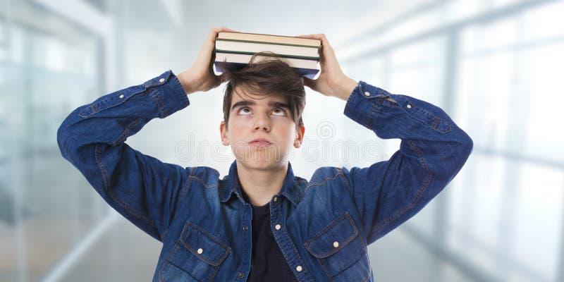 Estudante forçado com livros foto de stock royalty free