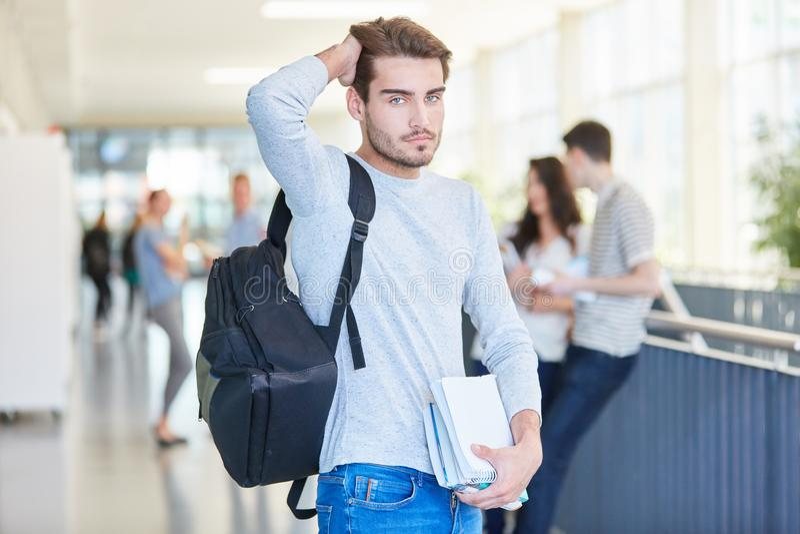 Estudante fresco forçado na universidade fotos de stock