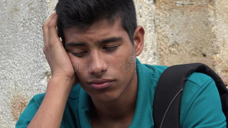 Estudante masculino adolescente confuso e preocupado imagens de stock royalty free