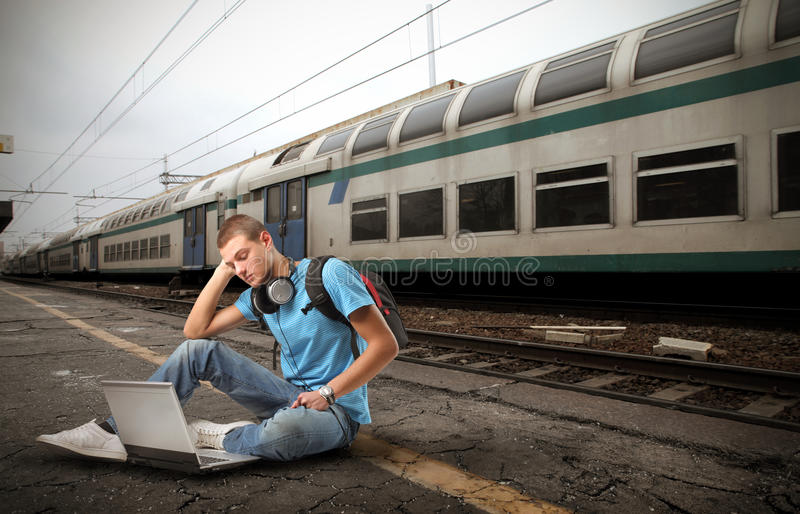 Estudante na estação imagem de stock
