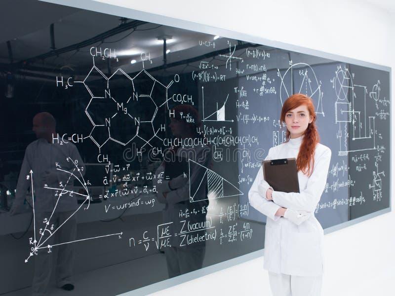 Estudante no quadro-negro imagem de stock royalty free