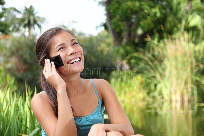 Download Estudante No Telefone Móvel Foto de Stock - Imagem de feliz, verde: 12803760