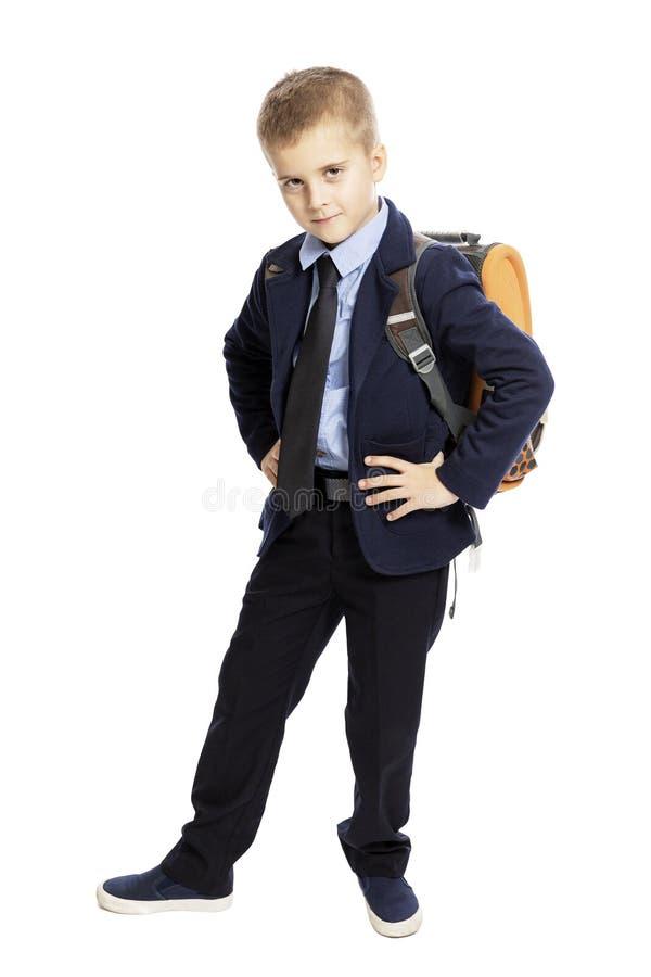 Estudante no uniforme com um saco de escola, altura completa Isolado em um fundo branco imagem de stock royalty free