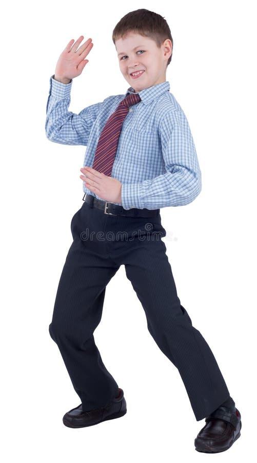 Estudante nova na farda da escola que mostra o karaté imagem de stock