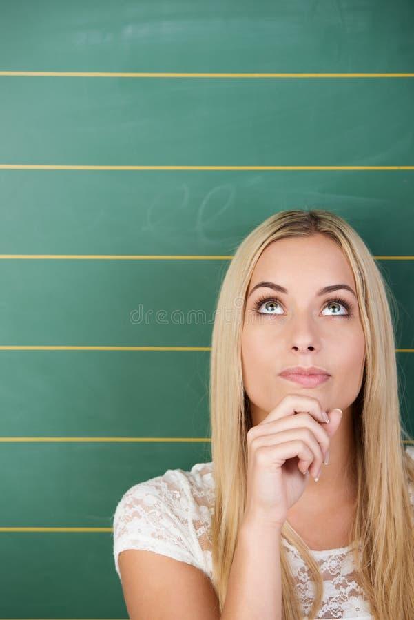 Estudante novo bonito pensativo fotos de stock