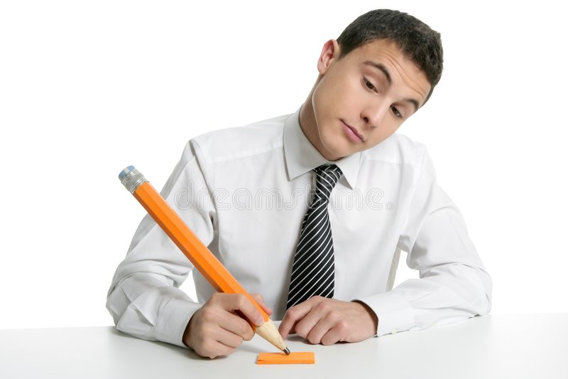 Estudante novo do homem de negócios que pensa com lápis imagens de stock