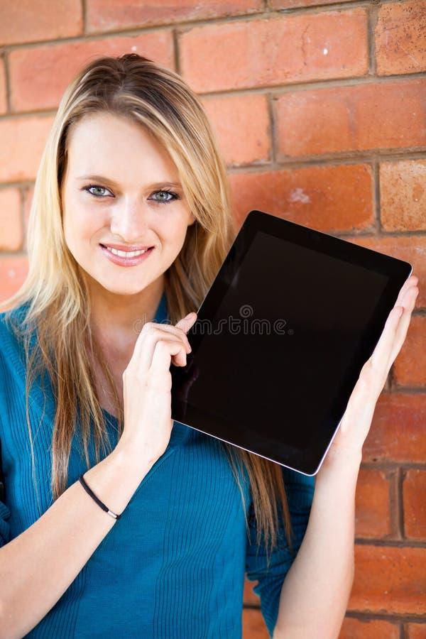 Estudante que apresenta o computador da tabuleta foto de stock royalty free