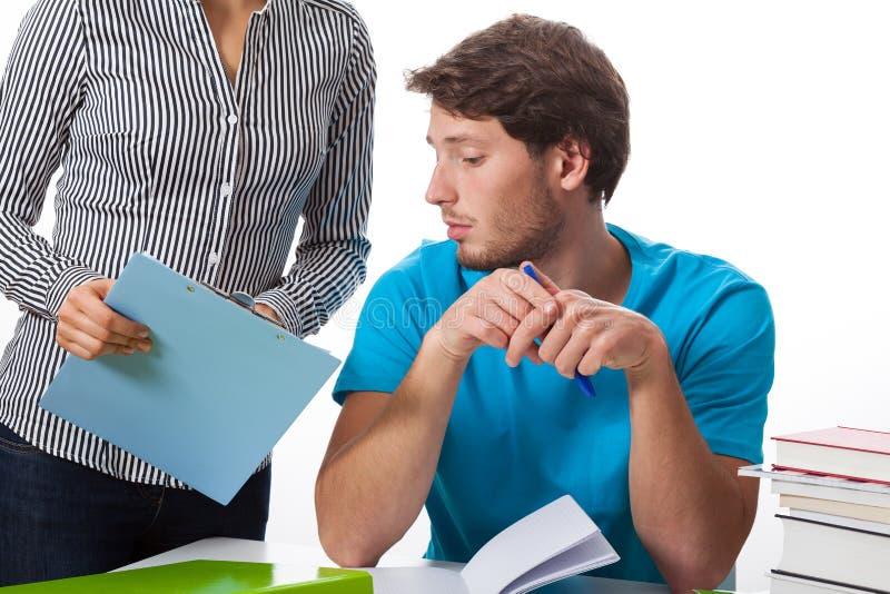 Estudante que fala com professor imagem de stock royalty free