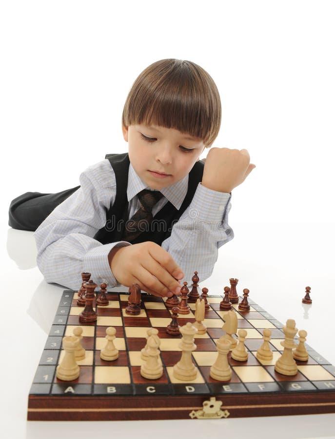 Download Estudante Que Joga A Xadrez Foto de Stock - Imagem de adorable, jogo: 16855754