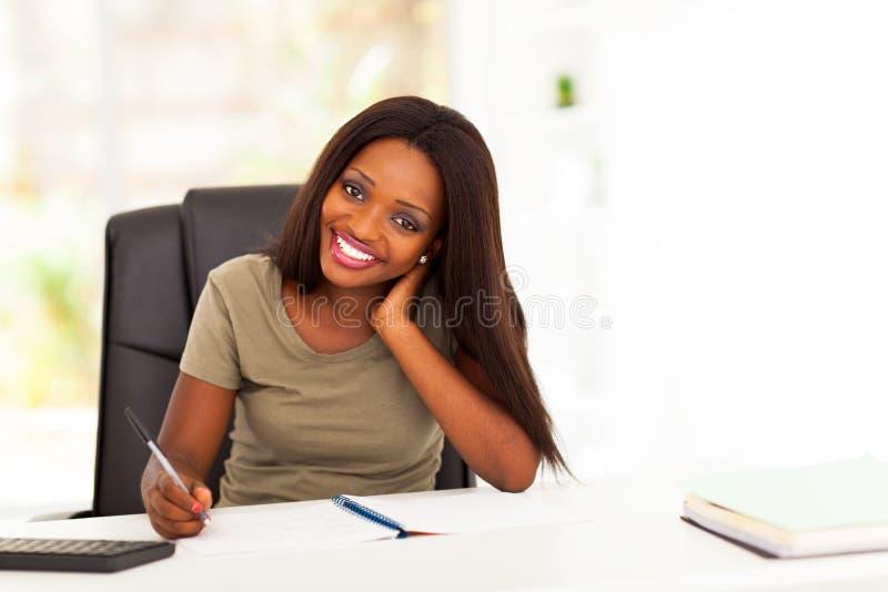 Estudante universitário africano foto de stock royalty free