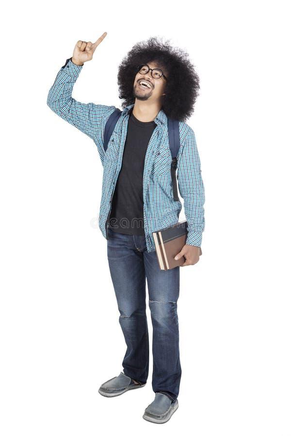 Estudante universitário do Afro que obtém a inspiração no estúdio imagens de stock
