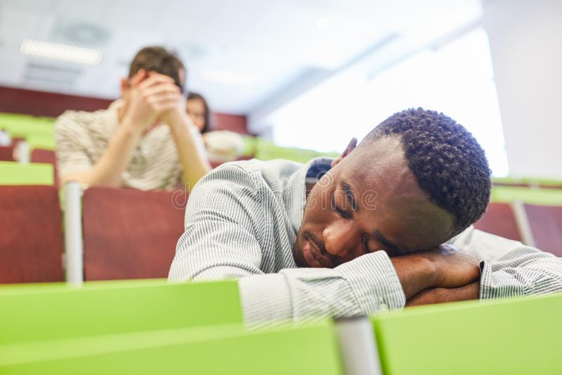 Estudante universitário esgotada de África imagem de stock royalty free