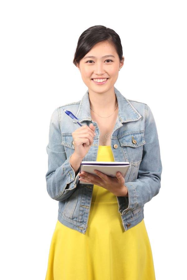 Estudante universitário fêmea asiática que toma abaixo das notas - série 2 fotografia de stock royalty free