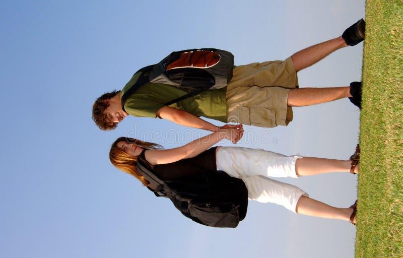 Estudantes adolescentes ao ar livre