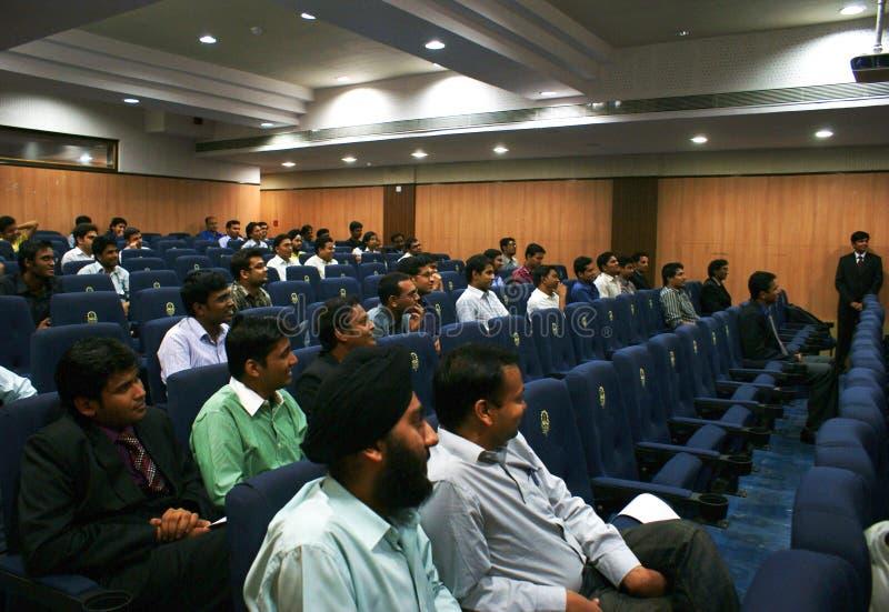Estudantes da gerência que atendem ao evento de D'Apprendre fotos de stock royalty free