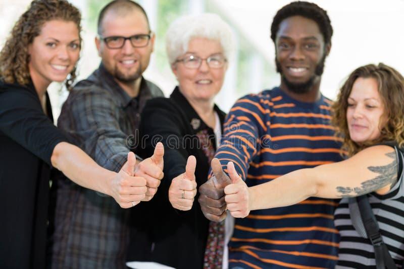Estudantes e professor Showing Thumbs Up imagens de stock