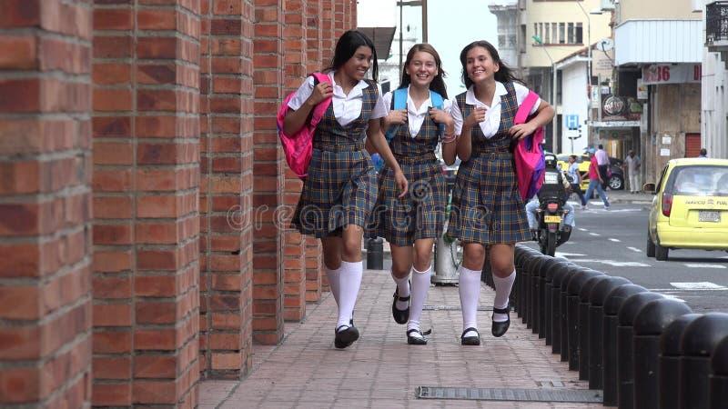 Estudantes fêmeas adolescentes entusiasmado fotografia de stock