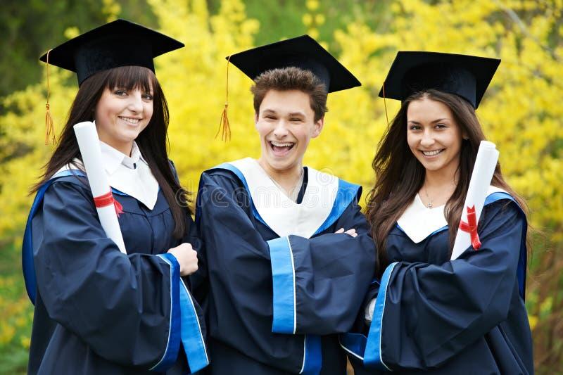Estudantes felizes da graduação imagem de stock