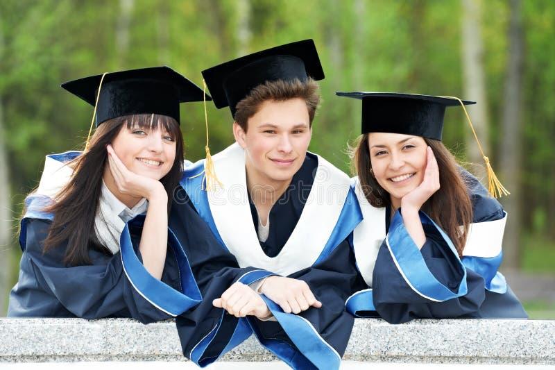 Estudantes felizes da graduação imagens de stock royalty free