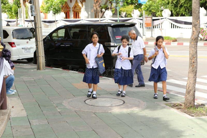 Estudantes no uniforme em Ásia fotografia de stock royalty free